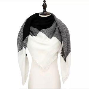 Cozy Winter Scarf Black/White
